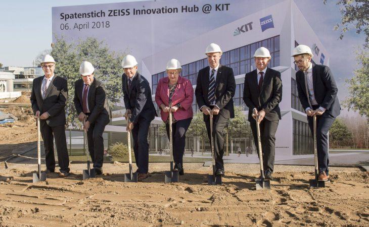 Spatenstich für den Zeiss Innovation Hub @ KIT