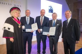 Professor Ferdinand Porsche Preis 2019: MirrorCam des neuen Actros als herausragende Entwicklung ausgezeichnetProfessor Ferdinand Porsche Prize 2019: MirrorCam on new Actros has been celebrated as an outstanding development